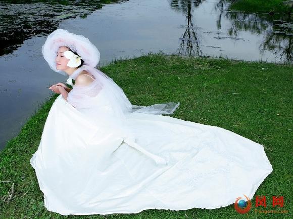 以爱为名:婚纱女为情跳楼自杀 54秒危急营救