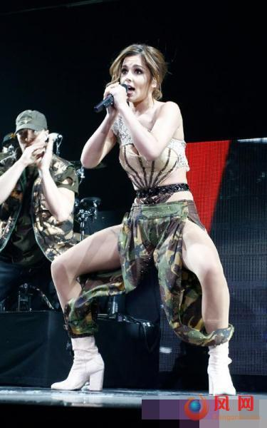 性感女星 舞台造型 露内裤 露胸 露臀 天雷滚滚