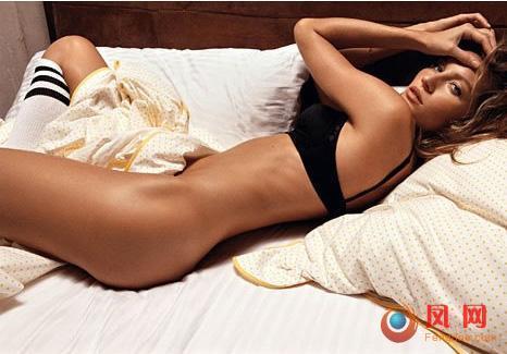 超模吉赛尔·邦辰性感大尺度半裸床照