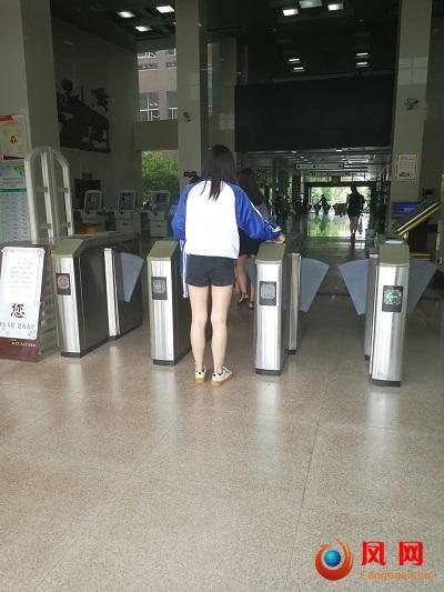 湖南农业大学 图书馆 女学生 短裙 性骚扰