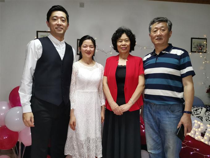 闫玉兰夫妇与儿子儿媳.jpg