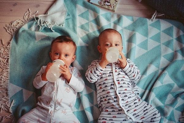 新生儿喂养 哺乳 母乳喂养 混合喂养