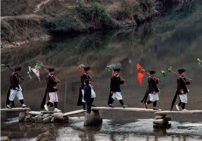 408 扮成士兵的青年,广西林溪,1989年.jpg