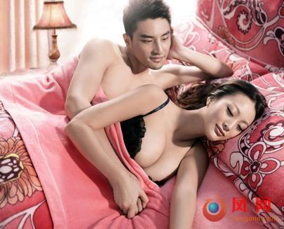 王李丹半裸巨乳写真 与猛男床上翻滚喷血照