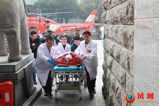 脑卒中重症患者空中转运 湖南省脑科医院