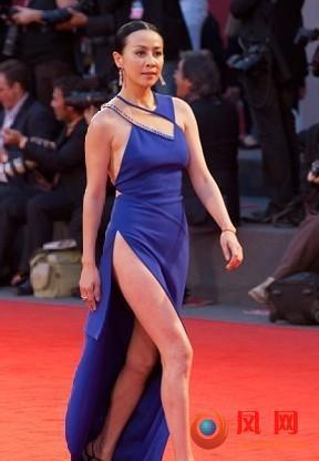 希尔顿弯腰露臀 要性感不要内裤的女星