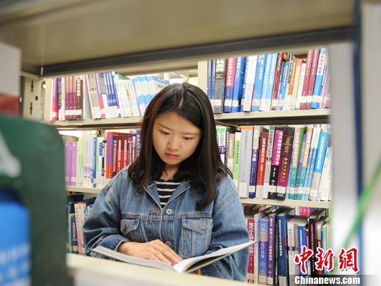 瑶族女孩 励志人生 双耳失聪 清华博士