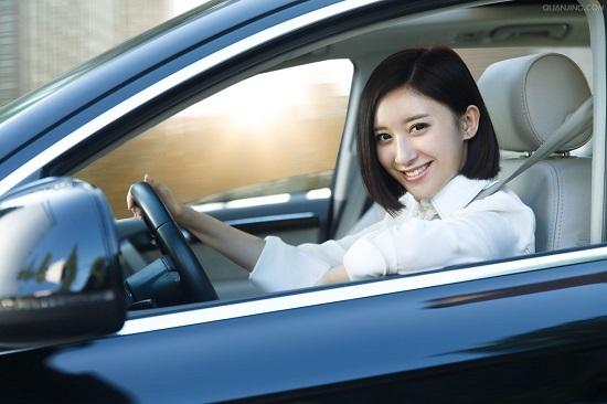 女性 司机 开车
