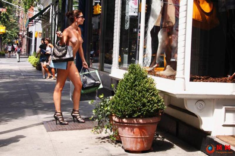 裸体生活 赤裸生活 女摄影师西莫妮 全裸 人体艺术