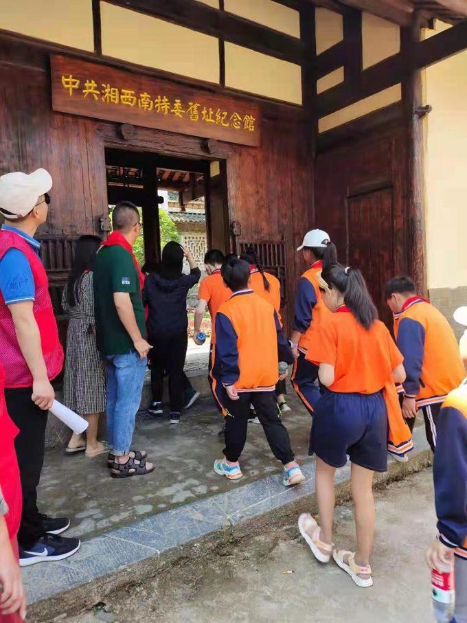 来湘西南特委旧址参观的孩子们络绎不绝。.jpg