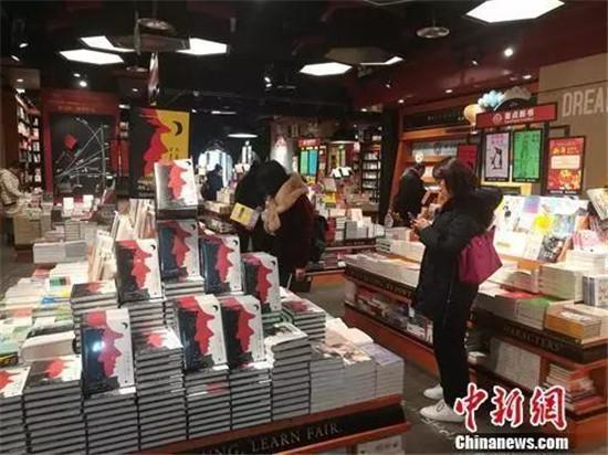 """""""网红书店""""成打卡圣地 看书 拍照"""