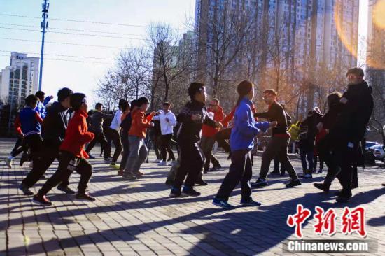 北京 寒潮 赤膊跑步