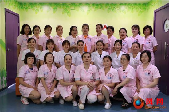 旗帜飞扬 巾帼力量 女医护人员 儿童保健娘子军
